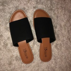 WIDE BAND SANDAL